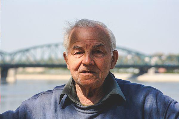 Projeto prevê reajuste em plano de saúde de idosos e multa menor a operadoras