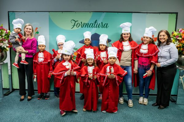 """Paraná Clínicas realiza formatura do Programa """"Tá na Mesa"""""""