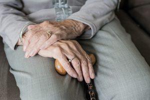 Quedas: 5 dicas para evitar quedas e lesões em idosos