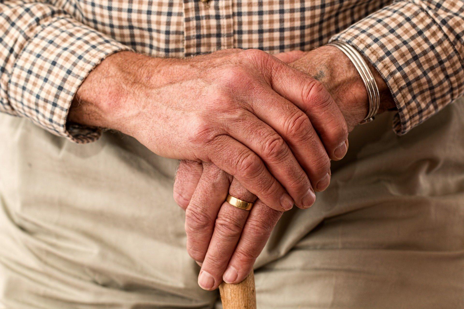 Quedas em idosos: 4 dicas para evitar quedas e lesões